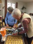 Gemeinsames Backen in der Schwanheimer Tagespflege